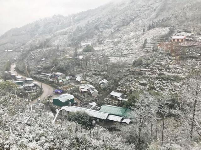 Tuyết rơi phủ trắng núi đồi, Sa Pa như hóa trời Âu