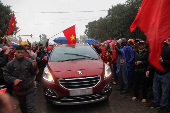 Công Phượng – U23 VN về quê: Cả làng vây kín, tất bật tiếp khách - 3