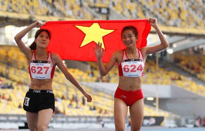 Hình ảnh thể thao Việt Nam đẹp nhất 2017: Người đẹp dìu đồng đội ngã quỵ 2