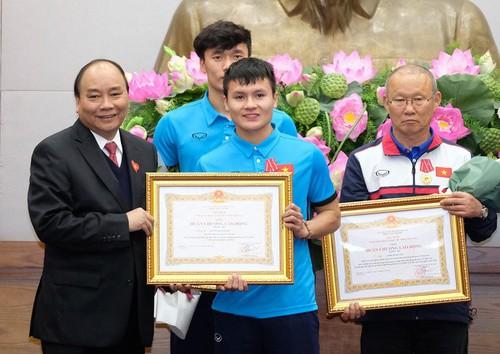 Tổng cục TDTT lý giải việc trao Huân chương Lao động cho Tiến Dũng, Quang Hải - 1