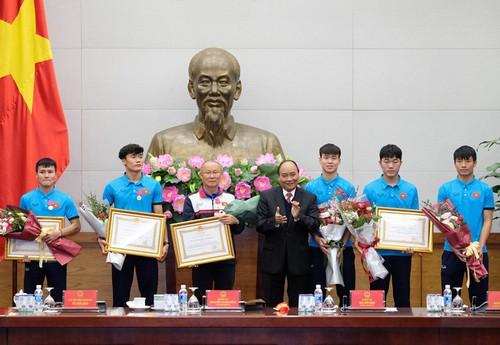 Tổng cục TDTT lý giải việc trao Huân chương Lao động cho Tiến Dũng, Quang Hải - 2