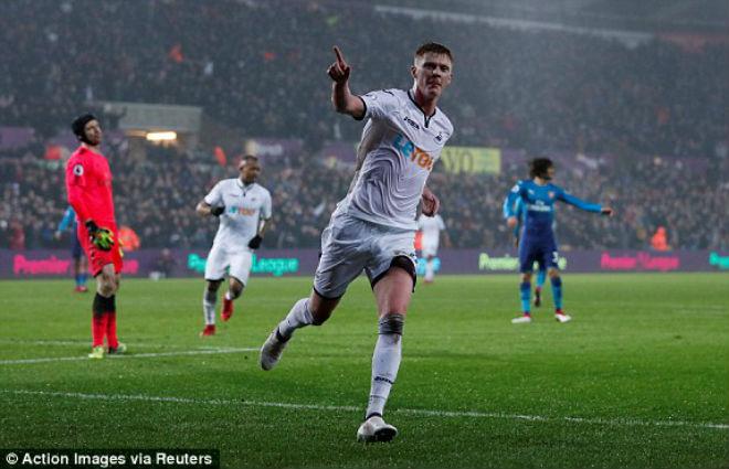 """Swansea - Arsenal: Sai lầm chết người, """"thảm họa"""" ngày ra mắt"""