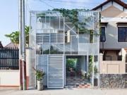 Tài chính - Bất động sản - Căn nhà 2 tầng trắng muốt ở Bình Dương rẻ bất ngờ nhờ thay vật liệu