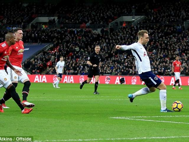 """MU gục ngã: Mourinho nổi điên với hàng thủ, vẫn khen """"thảm họa"""" Sanchez 4"""