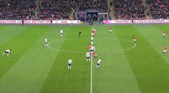 MU bị Tottenham chọc thủng lưới giây 11, nỗi oan khó nói 1