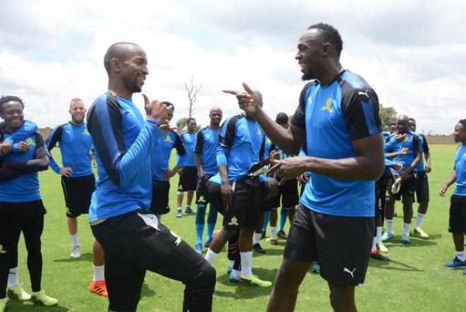 """Tia chớp"" Usain Bolt sắp thử việc Dortmund, fan MU chê"