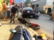 """Tin tức trong ngày - """"Xế hộp"""" đại náo trên phố Sài Gòn, xe máy văng tứ tung"""