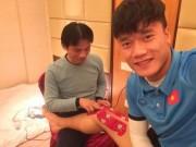 """Tin tức trong ngày - Tiết lộ bất ngờ từ người chăm sóc các """"cầu thủ vàng"""" của U23 Việt Nam"""