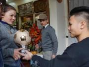 Tin tức trong ngày - Tiết lộ bất ngờ về món quà Quang Hải tặng bố mẹ khi về thăm nhà