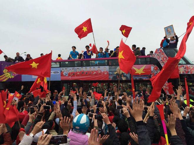 """U23 Việt Nam lên """"cơn sốt"""": VFF lập tức """"đóng dấu"""" bản quyền hình ảnh"""