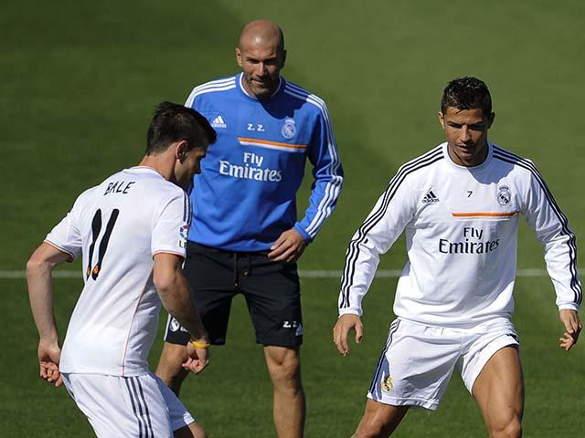 """Real sai lầm: Zidane - Perez không """"ném"""" tiền đừng mơ danh hiệu 4"""