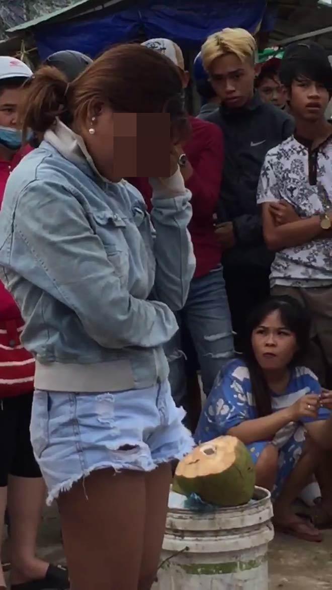 Nóng trong tuần: Công an bêu tên người mua bán dâm giữa đường