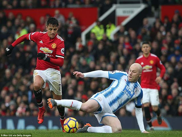 Rooney ví Sanchez là Tevez 2.0: Năng nổ, nhiệt huyết, nâng tầm Lukaku 4