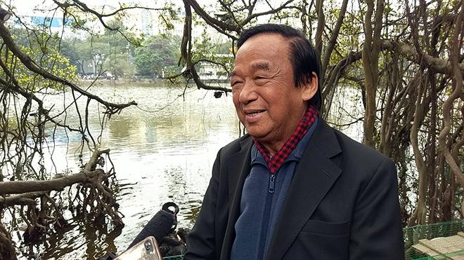 Thiên nga vừa thả ở Hồ Gươm đã lo bị bắt trộm - 2