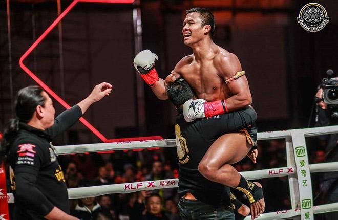 """Kinh điển võ thuật: """"Thánh Muay Thái"""" đấm gục nhà vô địch châu Âu sau 2 phút 1"""