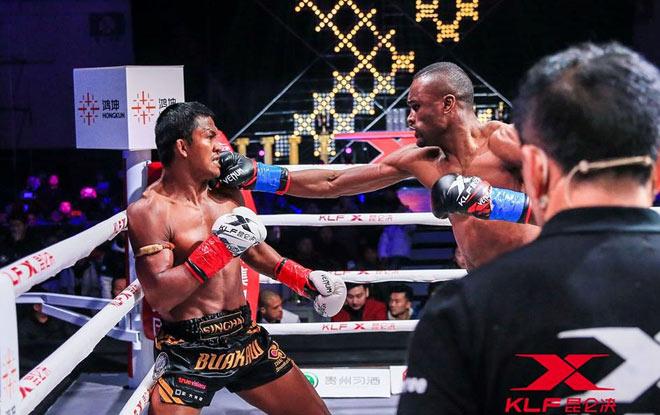 """Kinh điển võ thuật: """"Thánh Muay Thái"""" đấm gục nhà vô địch châu Âu sau 2 phút 2"""