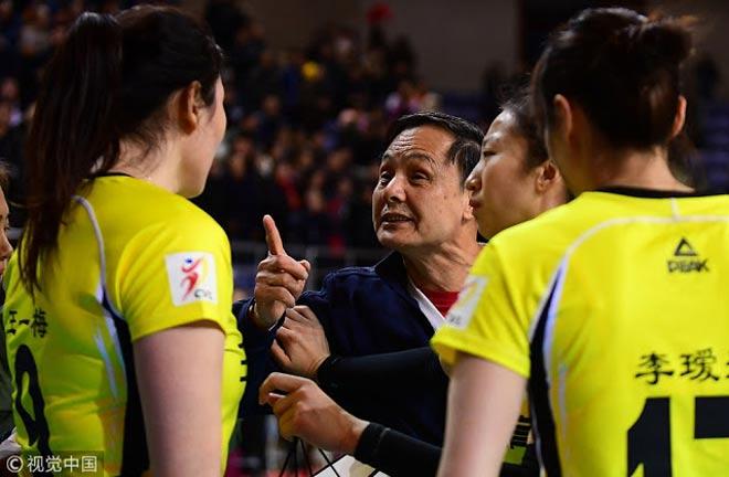 """Nổi điên: Nữ VĐV bóng chuyền Trung Quốc """"bật"""" thầy, chửi đồng đội 2"""