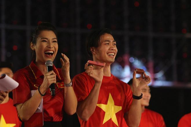 """U23 Việt Nam giờ như showbiz: Vui quá, đừng quên """"ao làng"""" chưa bơi qua - 1"""
