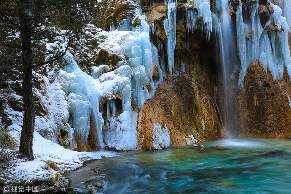Thác nước đóng băng đẹp như tiên cảnh ở Cửu Trại Câu - 2