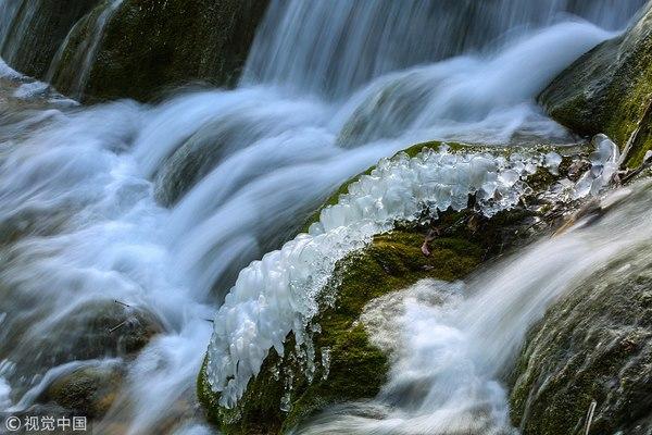 Thác nước đóng băng đẹp như tiên cảnh ở Cửu Trại Câu - 3