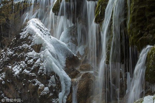 Thác nước đóng băng đẹp như tiên cảnh ở Cửu Trại Câu - 6