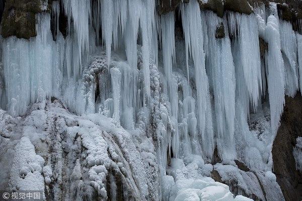 Thác nước đóng băng đẹp như tiên cảnh ở Cửu Trại Câu - 4
