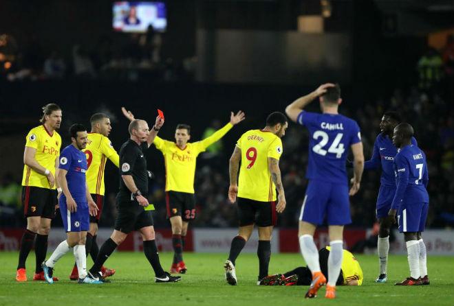 """Trọng tài Ngoại hạng Anh lại gây bão, fan Chelsea coi là """"gã hề"""" 2"""