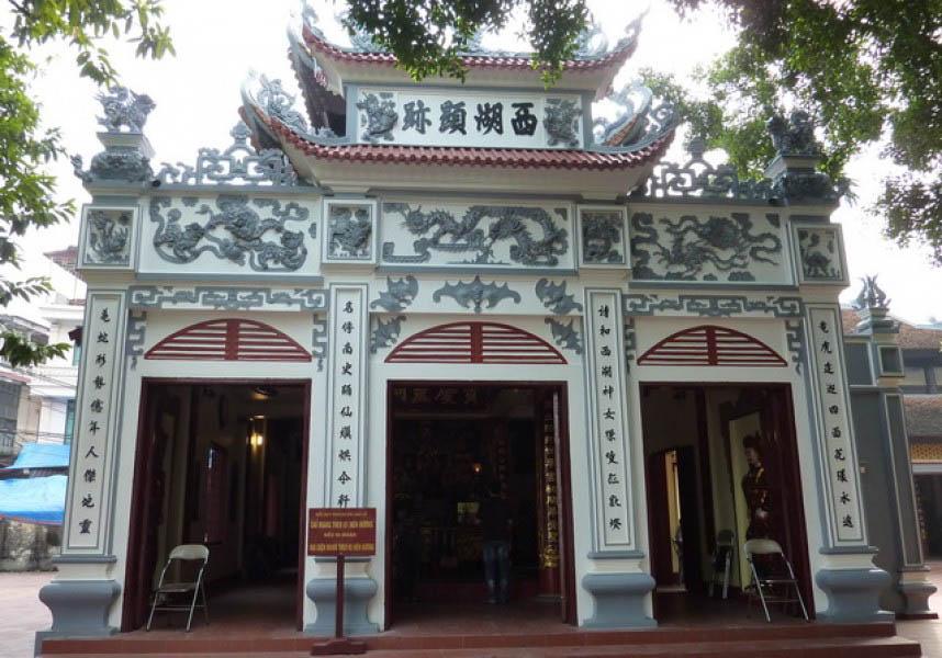 Những đền, chùa đông nghịt khách dịp cuối năm khắp 3 miền đất nước - 1