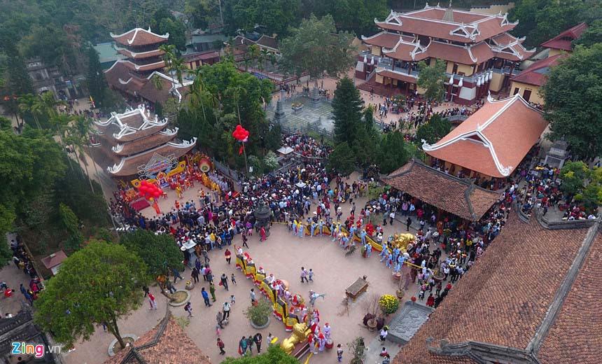 Những đền, chùa đông nghịt khách dịp cuối năm khắp 3 miền đất nước - 2