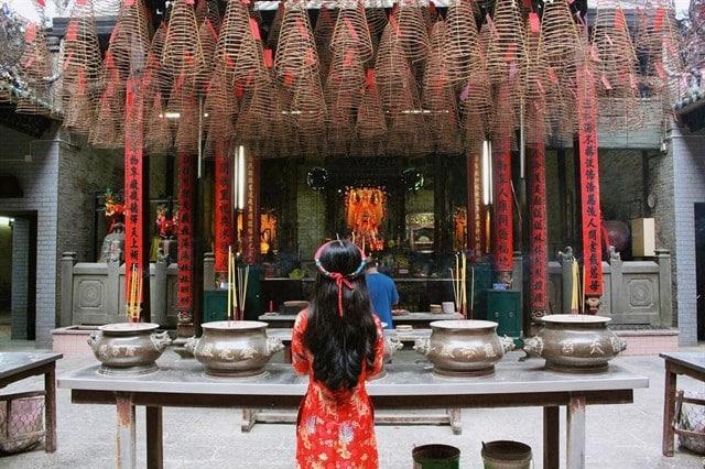 Những đền, chùa đông nghịt khách dịp cuối năm khắp 3 miền đất nước - 4