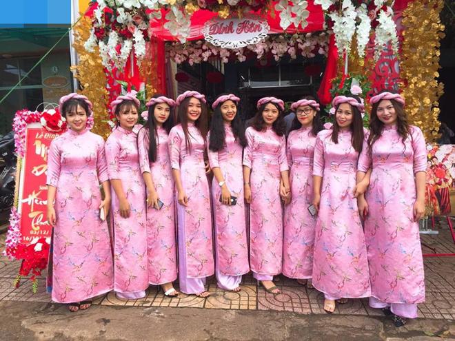 Dàn phù dâu Đắk Lắk đẹp lấn át cô dâu khiến dân mạng ngẩn ngơ - 2