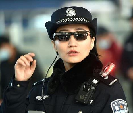 Cảnh sát TQ đeo