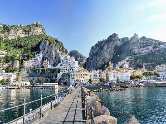 Chiêm ngưỡng 10 thị trấn đẹp không thể rời mắt ở Châu Âu