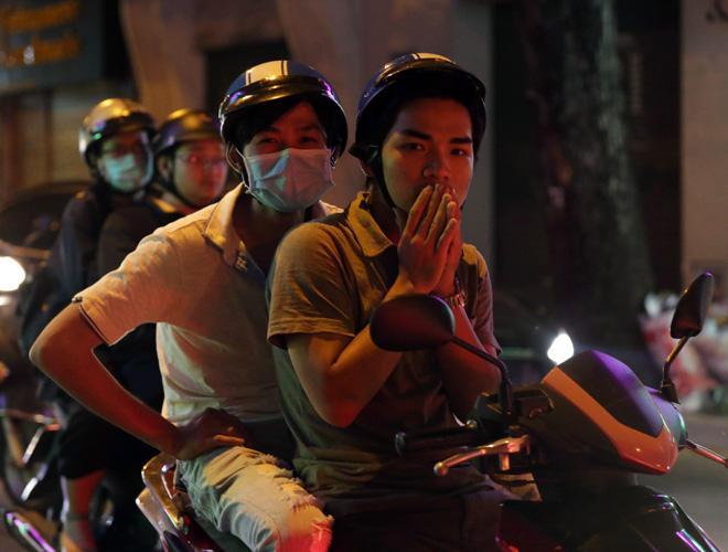 Ảnh: Người Sài Gòn co ro trong tiết trời se lạnh ngày cận Tết - 3