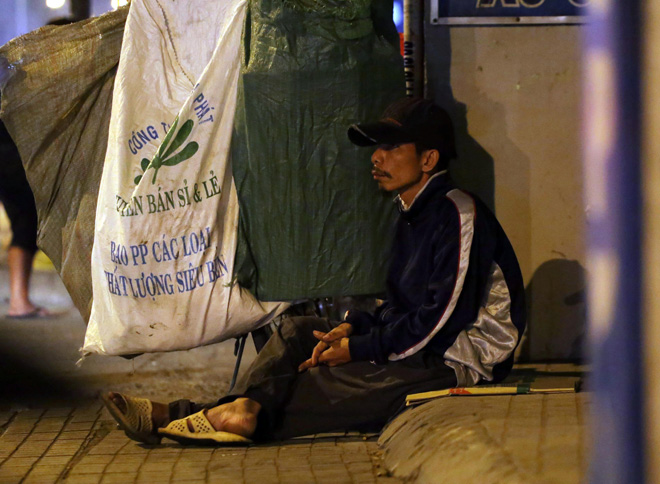 Ảnh: Người Sài Gòn co ro trong tiết trời se lạnh ngày cận Tết - 8