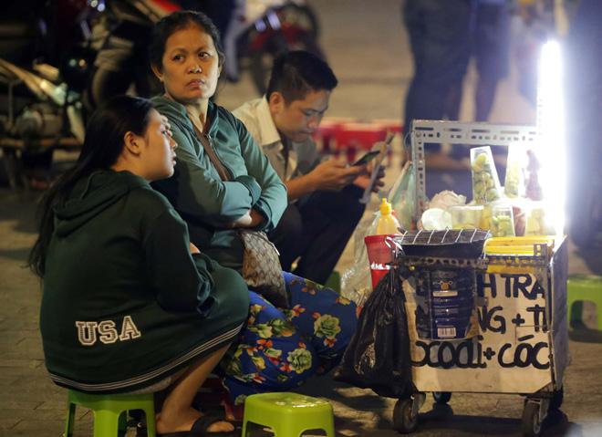 Ảnh: Người Sài Gòn co ro trong tiết trời se lạnh ngày cận Tết - 7