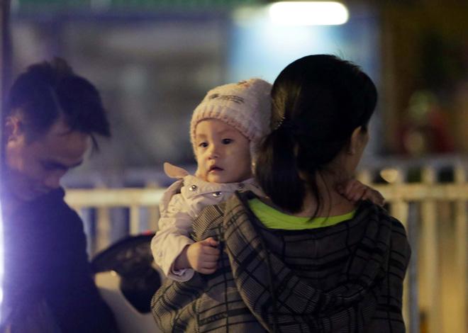 Ảnh: Người Sài Gòn co ro trong tiết trời se lạnh ngày cận Tết - 11