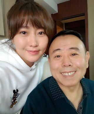 Cuộc sống trái ngược của con gái hai danh hài hàng đầu Trung Quốc - 2