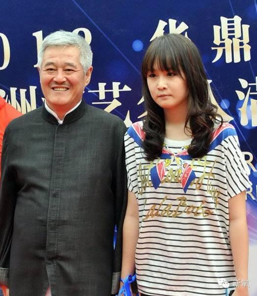 Cuộc sống trái ngược của con gái hai danh hài hàng đầu Trung Quốc - 4