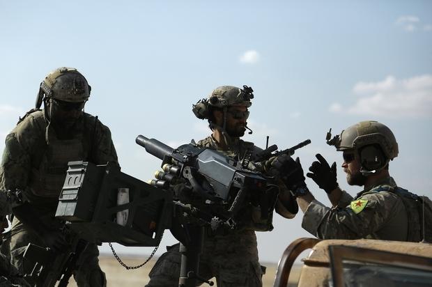 Mỹ không kích dữ dội, 100 quân chính phủ Syria mất mạng - 2