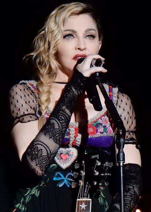 Dụng cụ làm đẹp kỳ quái của nữ hoàng nhạc Pop Madonna - 1