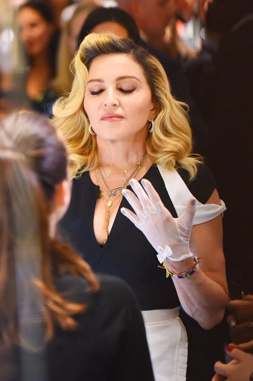 Dụng cụ làm đẹp kỳ quái của nữ hoàng nhạc Pop Madonna - 3
