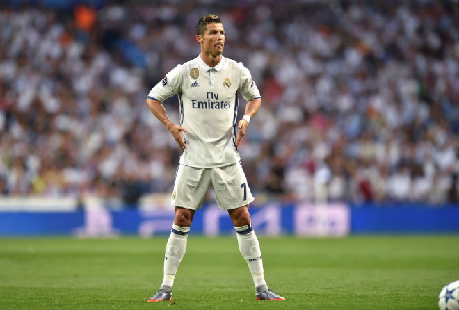 """Ronaldo, Ibrahimovic """"siêu nhân"""" hóa người thường: Cái giá của ảo tưởng 1"""