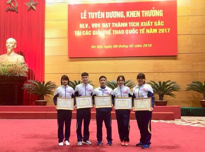 Thưởng Tết cho các nhà vô địch Việt Nam: Không có rồi cũng thành quen