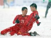 """Bóng đá - U23 Việt Nam: Quang Hải tái hiện màn """"cào tuyết đá phạt"""" ở sân làng"""