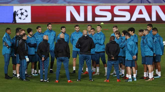 """Real nhận """"tối hậu thư"""": Thua PSG, Ronaldo & 9 SAO cùng """"ra đường"""""""