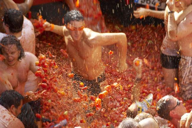 15 lễ hội kỳ lạ hút du khách nhất thế giới - 11
