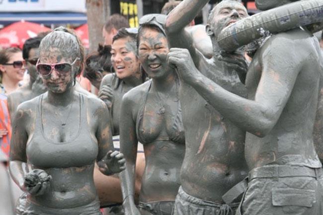 15 lễ hội kỳ lạ hút du khách nhất thế giới - 13