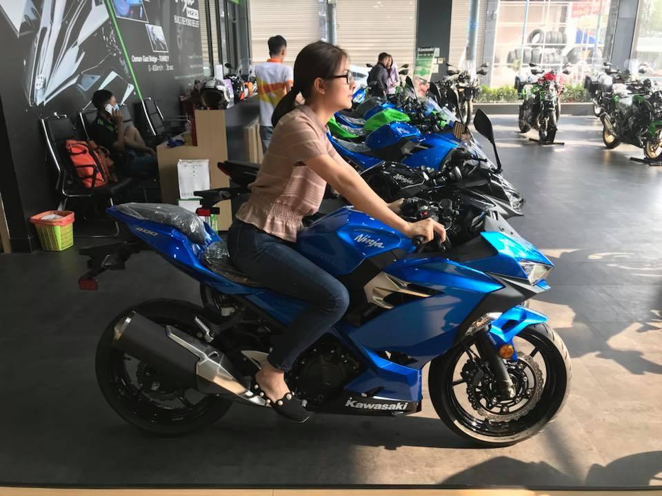 Vân Trang mua môtô 150 triệu đồng tặng chồng nhân kỷ niệm 2 năm cưới - 1