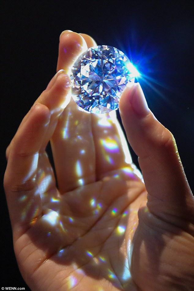 Viên kim cương trắng thuần khiết lớn nhất sắp được đấu giá - 2